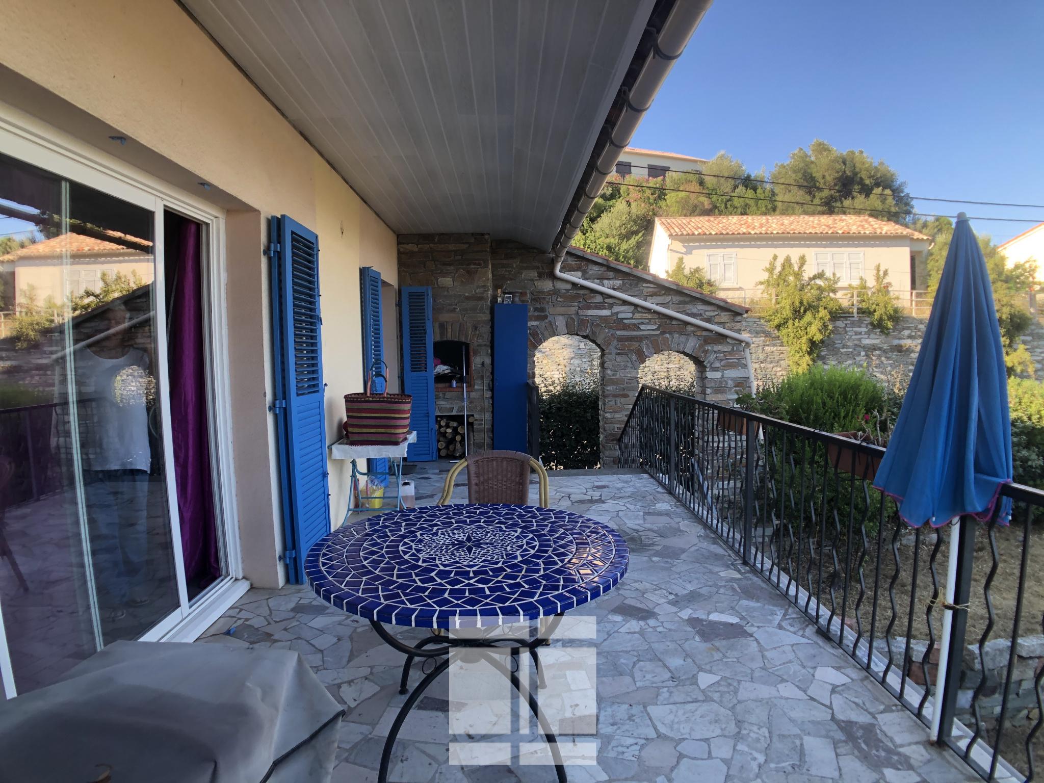 Maison au cœur du Village de Miomo à 200 m de la mer.