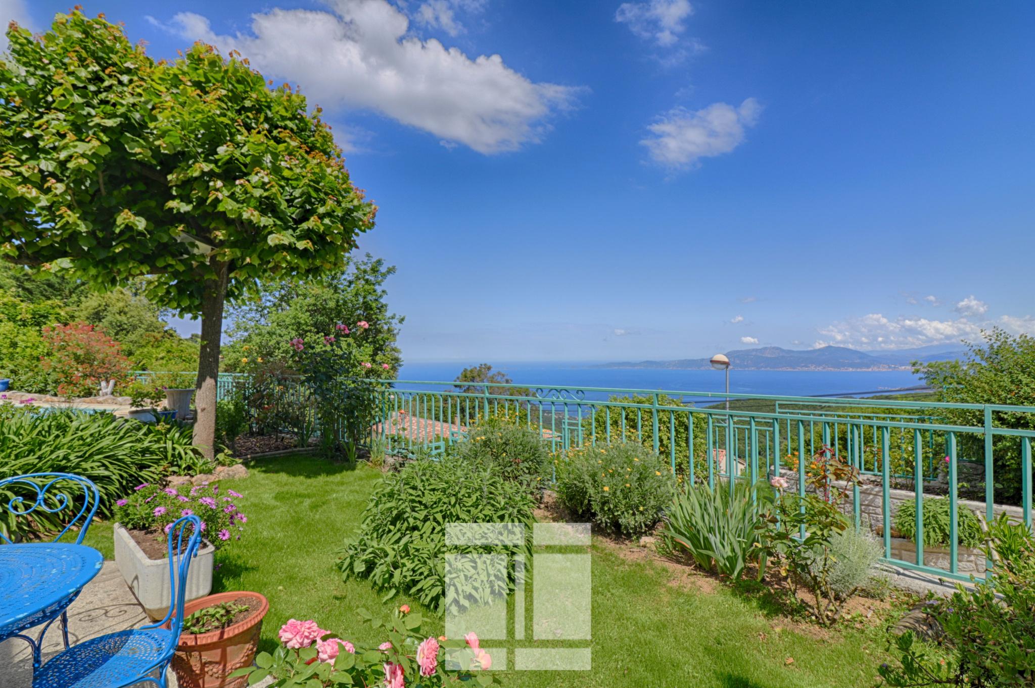 Coti-Chiavari – Villa avec piscine et splendide vue sur la mer
