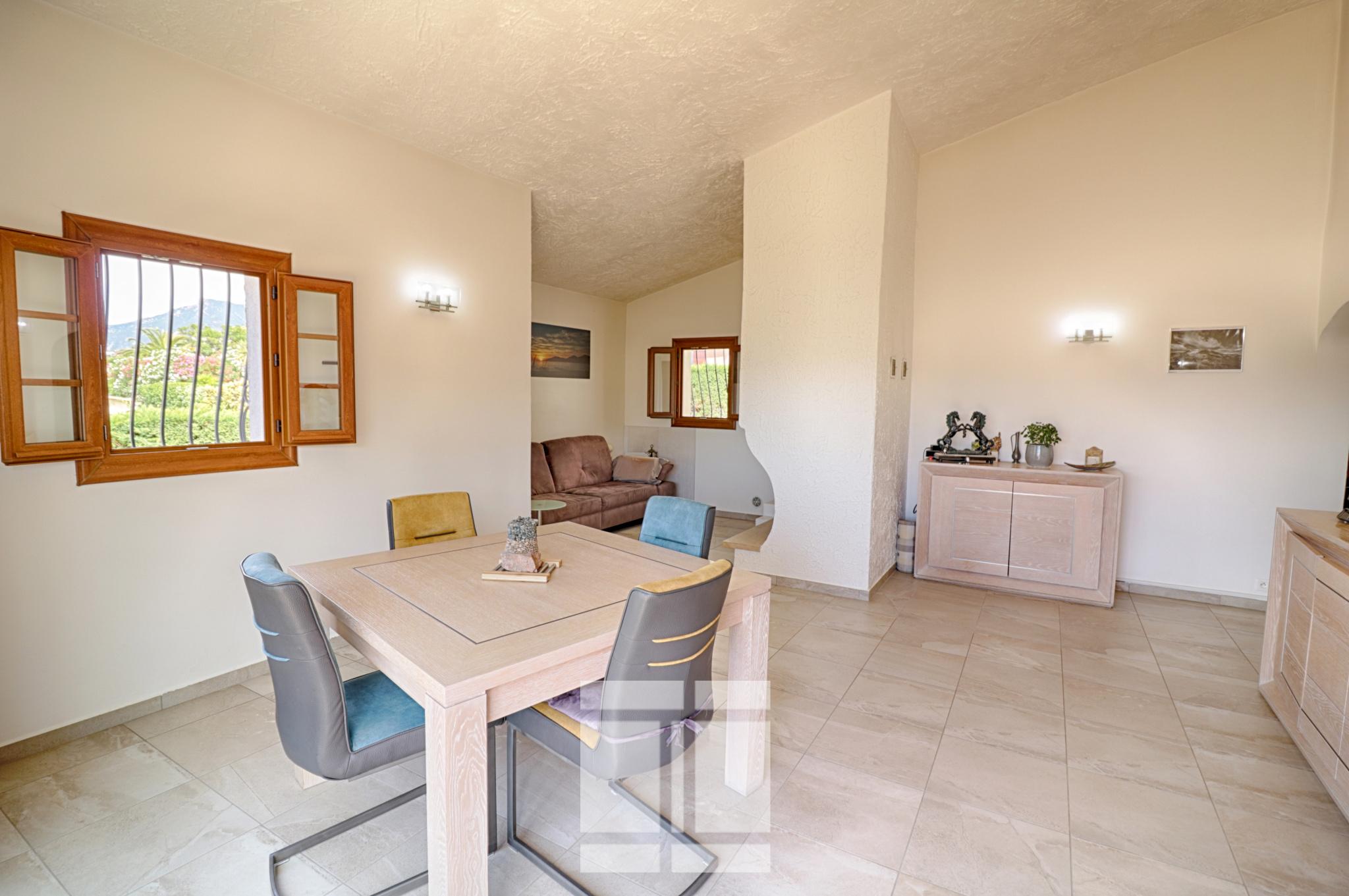 Porticcio - Jolie maison en excellent état au centre de la Rive Sud