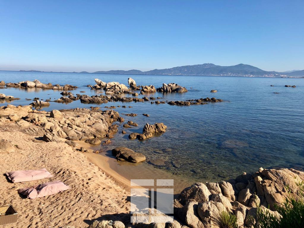 PRESTIGE - Villa pieds dans l'eau sur la Rive Sud d'Ajaccio